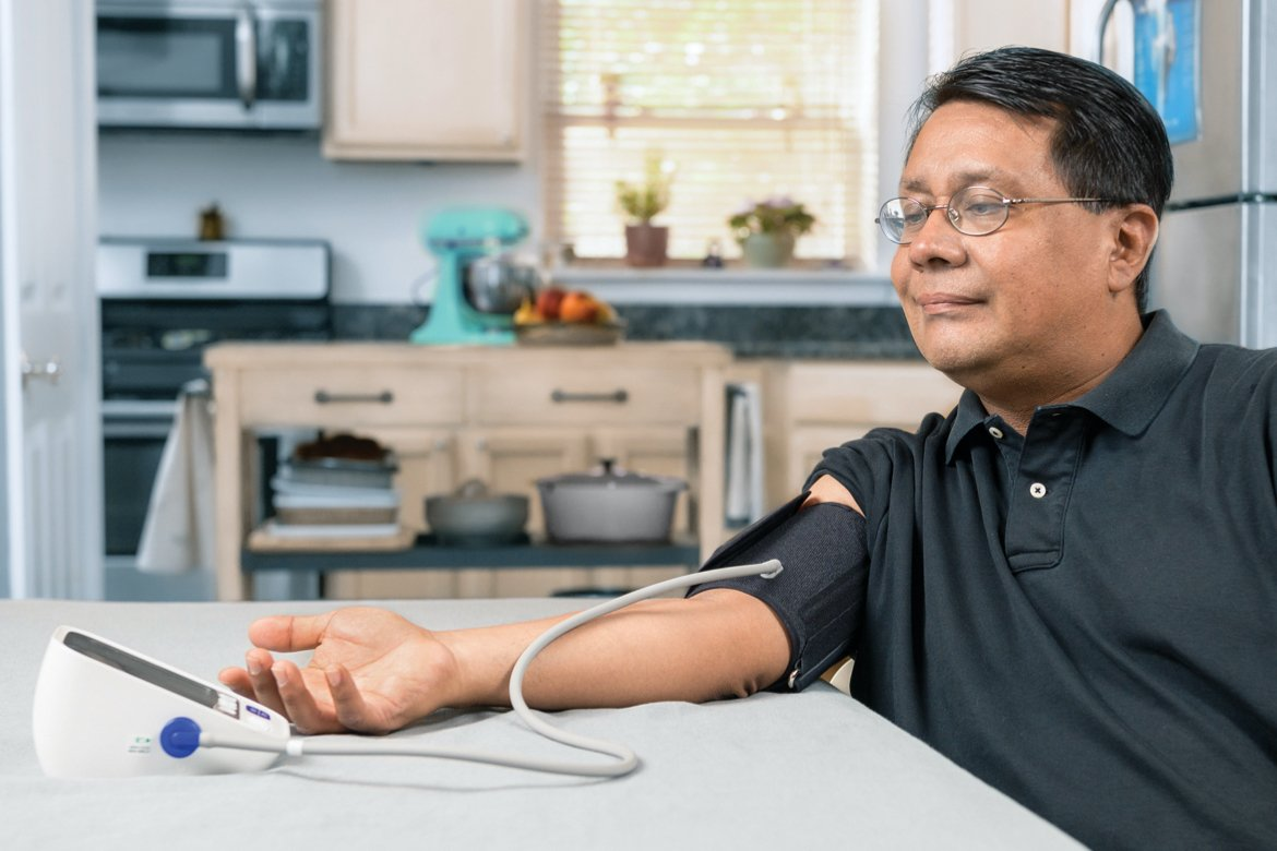 SMBP overview image of a man in glasses testing his blood pressure