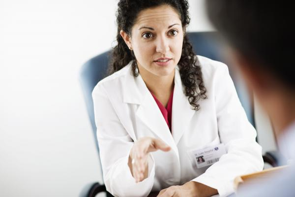 A female physician explains something to a patient.