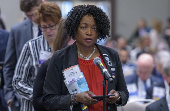 Delegate Niva Lubin-Johnson, MD, speaking at 2019 HOD Interim Meeting.